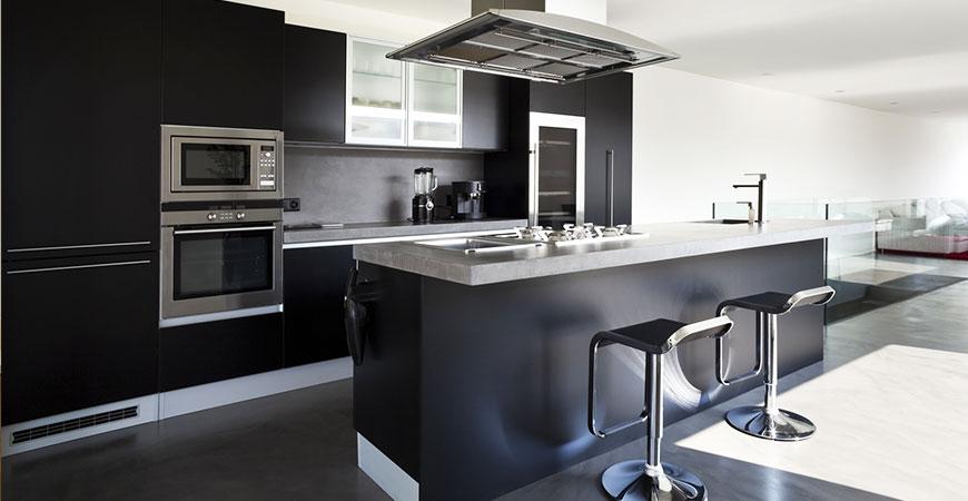 Porte de cuisine noire sur mesure